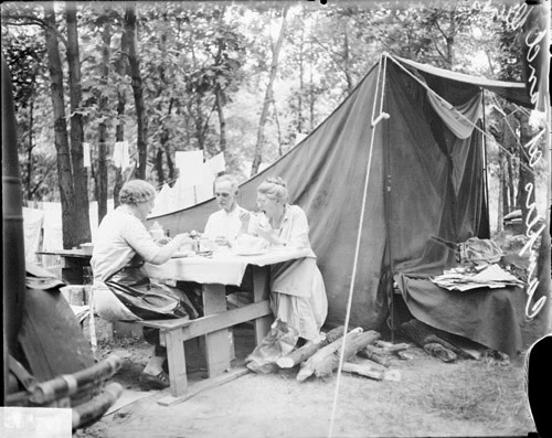 IndianaDunes066-StatePark-TentCamping02-1929-ChicagoDailyNews-n089181-LOC